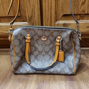 Gorgeous Coach Purse!!